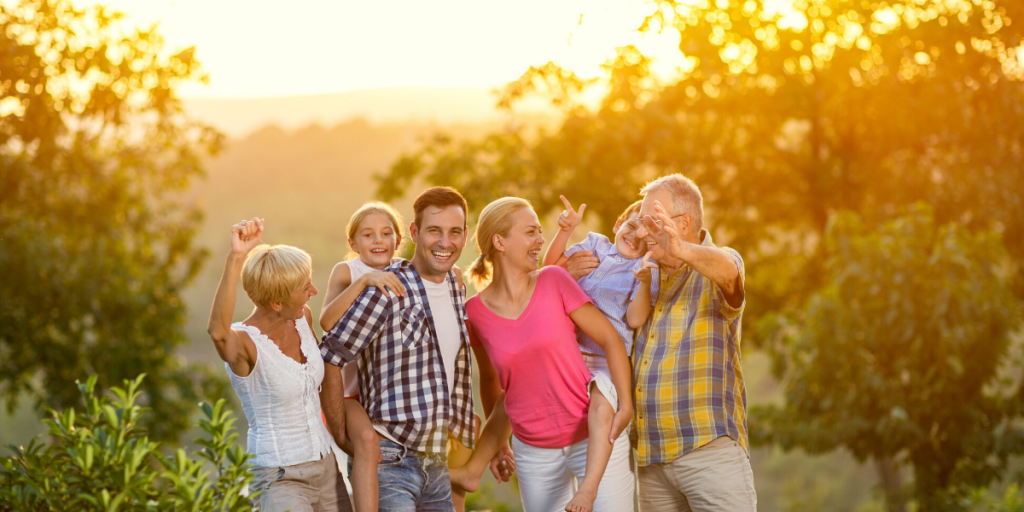 summer 2020 holiday trends - multigenerational holidays
